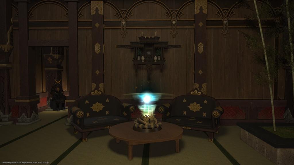 dcb2b99acddcc Damit es nicht ganz so leer aussieht schmückt ein Fernöstlicher Altar die  Wand und der Pazuzu-Fetisch (crazy name) den Tisch.